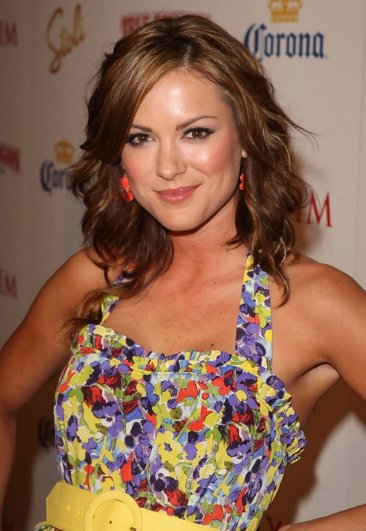 Danneel Harris Medium Wavy Hairstyle for Women