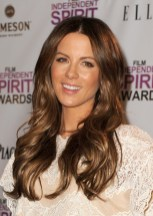 Kate Beckinsale long wavy hair style