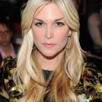 Middle Parted Long Blonde Hairstyle with Layers