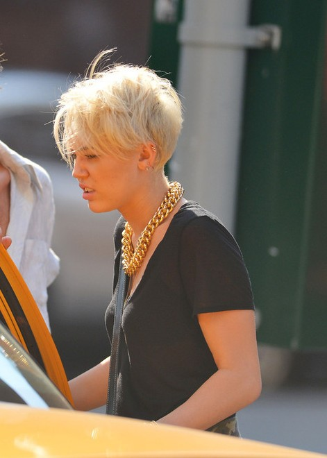 Side Veiw of Miley Cyrus Short Pixie Haircut