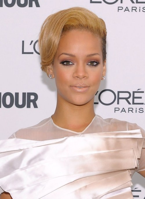 Rihanna-Short-Straight-Hairstyle
