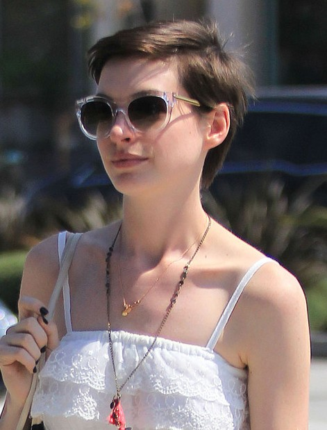 Anne Hathaway Short Boy Cut For Summer Hairstyles Weekly