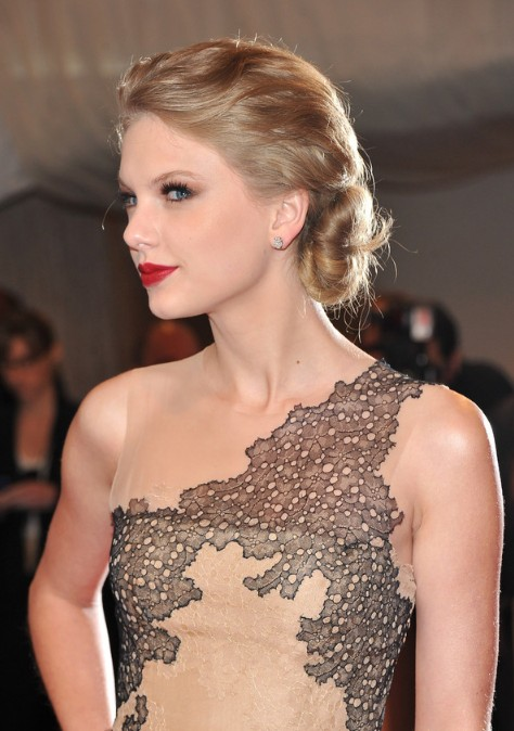 Taylor Swift Twisted Chignon Updo Hairstyle For Wedding