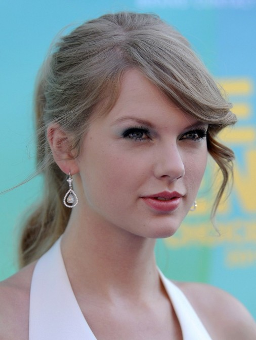 Taylor Swift Long Formal Ponytail Hairstyles Weekly