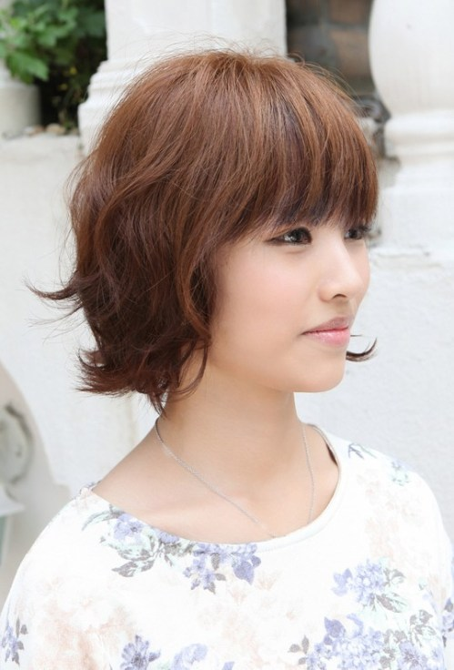 2013 Sweet Hairstyles for Women: Layered Short Brown Bob Hairstyle with Bangs