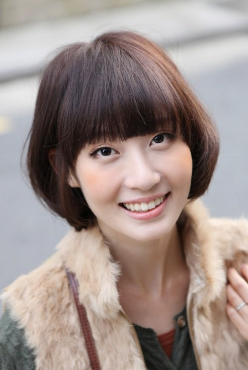 Sweet Layered Short Bob Hairstyle for Women