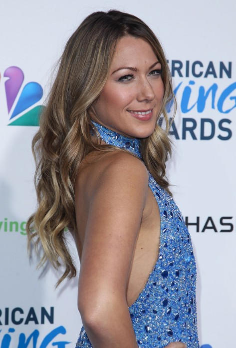 Colbie Caillat Long Curly Hairstyle with Sun Kissed Highlights