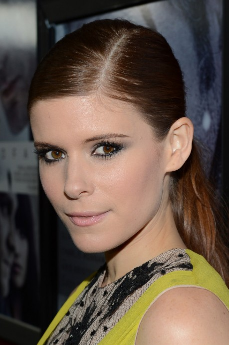 Kate Mara Side Parted Classic Loose Ponytail