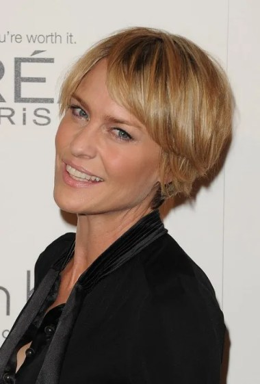 Short Choppy Hairstyle for Women Over 40