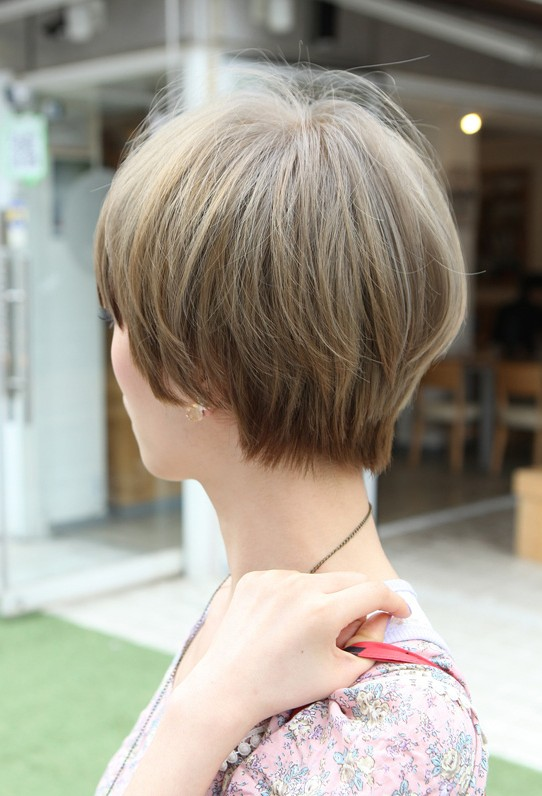 Stylish Short Straight Haircut for Women