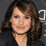 Mariska Hargitay layered medium curly hairstyle for women over 40