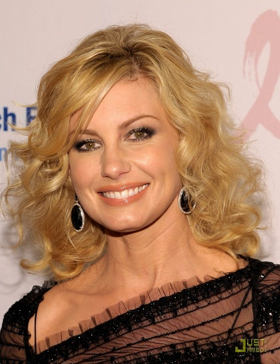 Medium blonde wavy curly hair style for women over 40: Faith Hill hairstyle