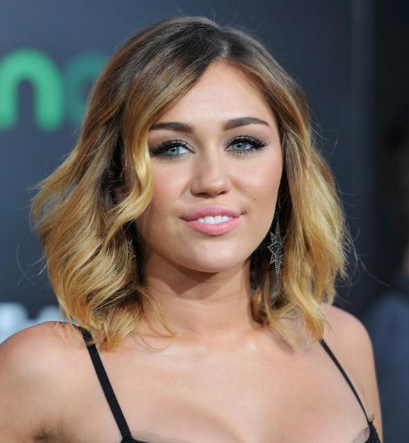 Miley Cyrus Medium Ombre Wavy Hairstyle