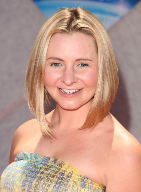 Short Blonde Straight Bob Hairstyle - Summer Hairsstyles - Beverley Mitchell Haircut