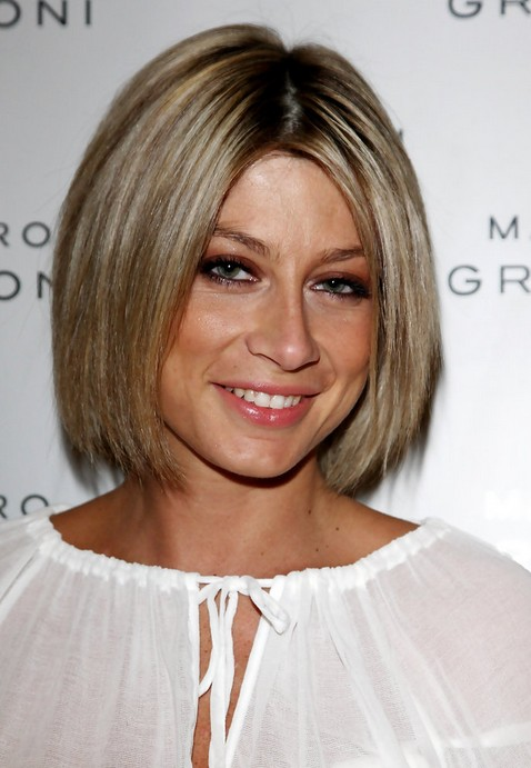 Short Straight Bob Haircut - Classic Short Haircut for Women - Maddalena Corvaglia Hairstyles