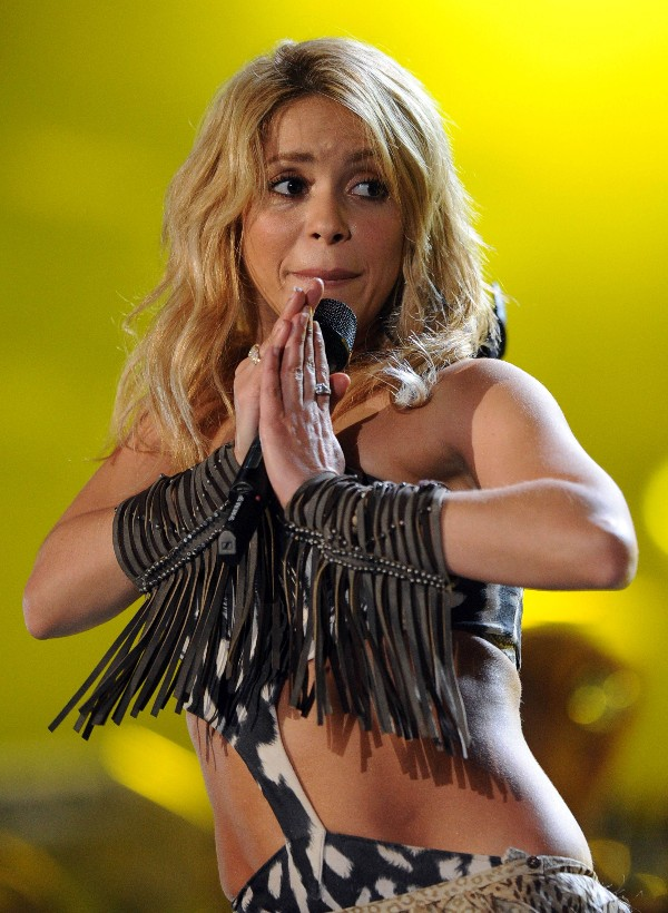 Shakira long wavy hairstyle for women /Getty Images
