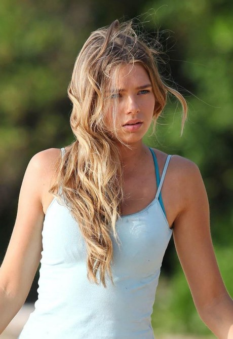 Indiana Evans Long Wavy Hairstyle