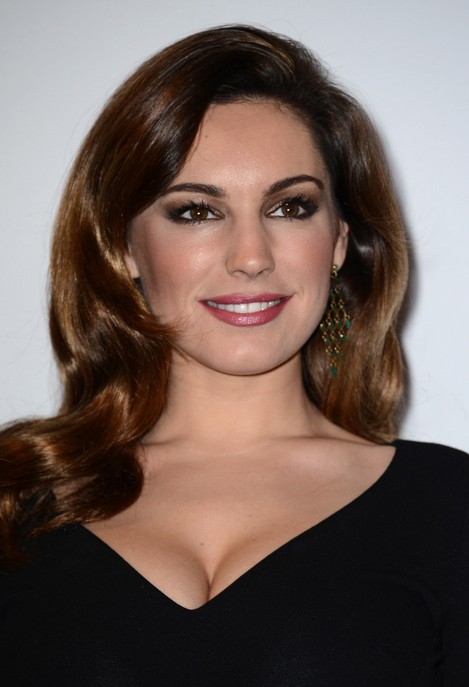 Kelly Brook Retro Hairstyle for Long Hair