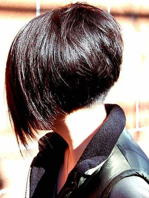 Short Angled Bob Hairstyle - Chic Bob Cut for Women