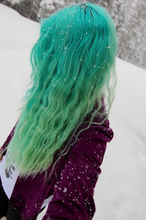 Green Wavy Ombre Hair for Winter