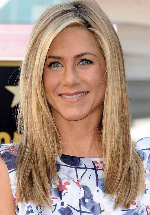Jennifer Aniston Medium Hairstyle for Thick Hair