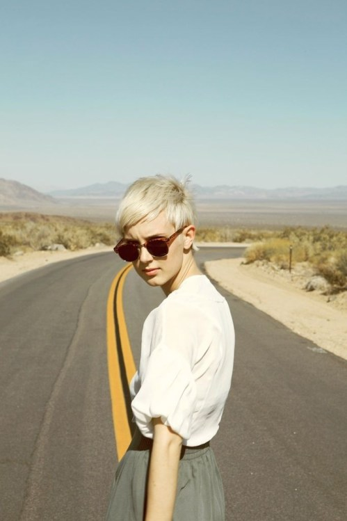 Chic short blonde pixie cut for summer