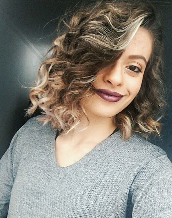 Sexy messy bob hairstyle for night out