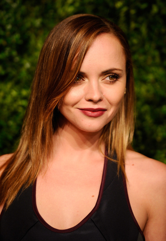 Christina Ricci shoulder length straight hairstyle for women