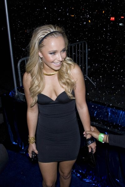 Hayden Panettiere With Little Black Dress And Headband