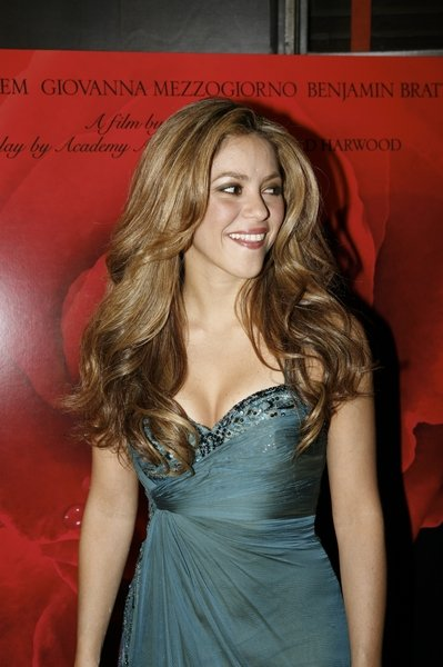 Shakira With Long Hair And Big Loose Curls