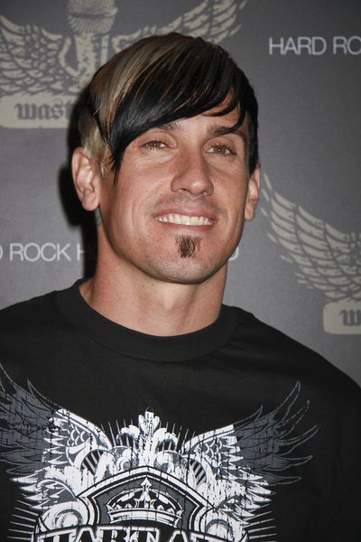 Carey Hart With Edgy Two Tone Style