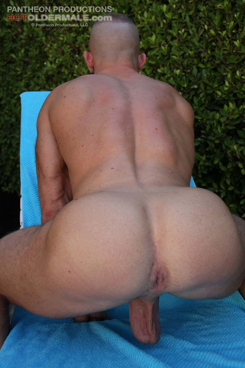 Beefy Hunk Shay Michaels Gets Naked Outdoor   Hairy Guys -5024