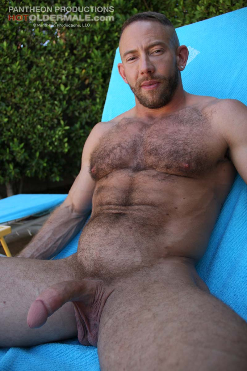 Beefy Hunk Shay Michaels Gets Naked Outdoor - Hairy Guys -7593