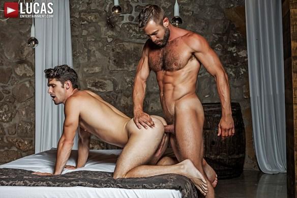 Muscle Daddy Bulrog Tops Devin Franco 07