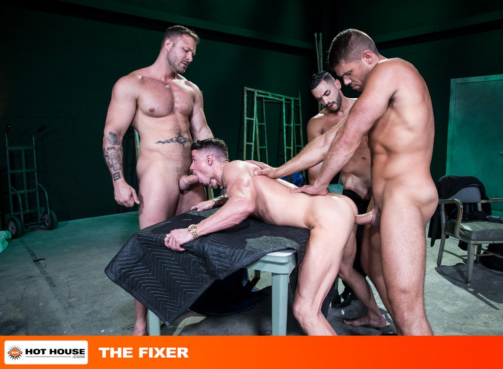 Four Muscle Hunks Fuck Hard with Double Penetration 02