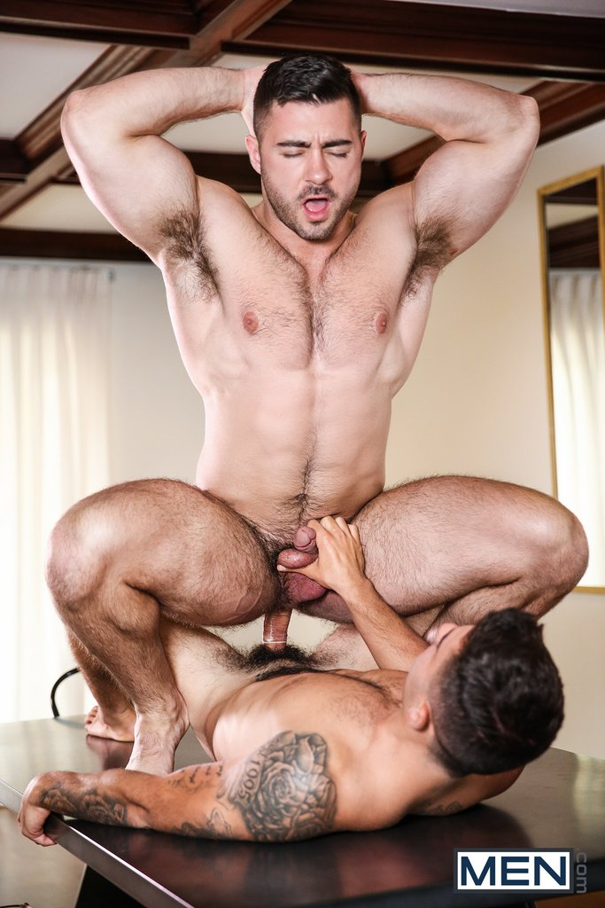 Vadim Black Pounds Derek Bolt Hard 02