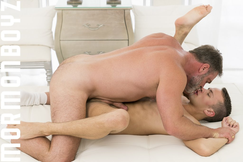 Kristofer Weston Fucks Logan Cross Raw 14
