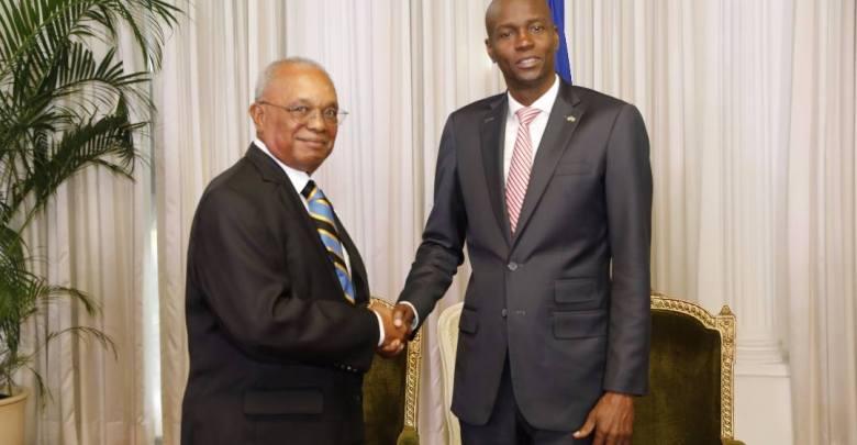 Le président de la République Jovenel Moïse et lambassadeur du Commonwealth des Bahamas Jeffrey A. Williams accrédité en Haiti. Photo Facebook Présidence dHaiti.