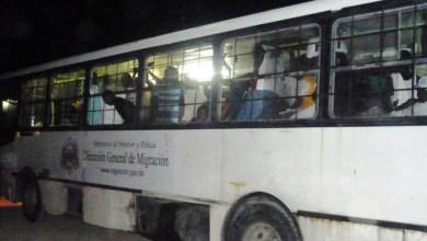 Vue dun véhicule dominicain qui transportait des migrants haïtiens à la frontière
