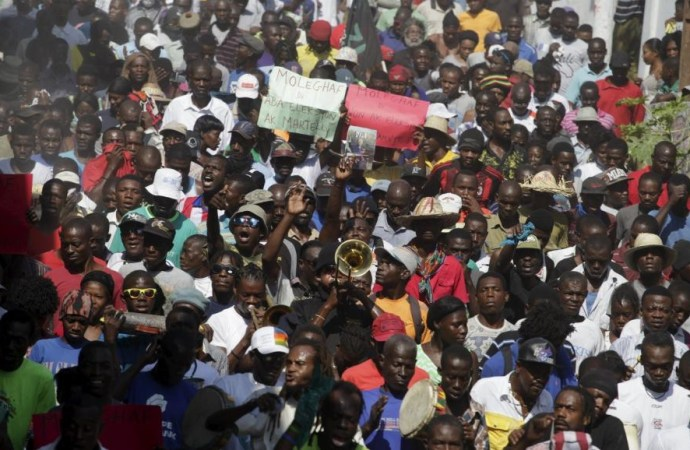 Haïti-politique: Rosny Desroches de la société civile condamne les actes de violence Durant la manifestation contre le Budget 2017-2018