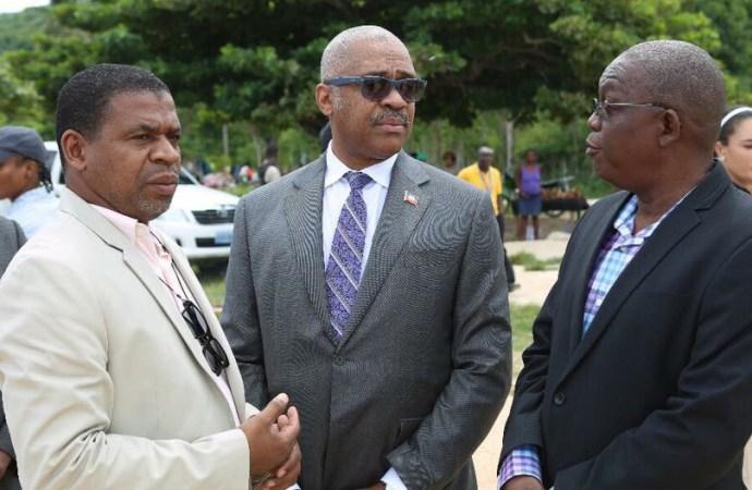 Le Premier ministre, Dr Jack Guy Lafontant,a  visité les complexes administratifs de la ville des Cayes et de Jérémie.
