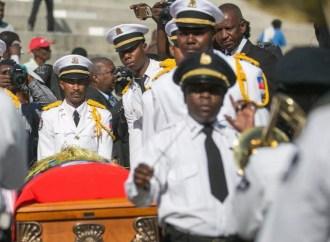Les funérailles officielles de Joseph Emmanuel Charlemage dit '' Manno Charlemagne'' ont été chantées ce vendredi 22 décembre au kiosque Occide Jeanty au Champs de mars.