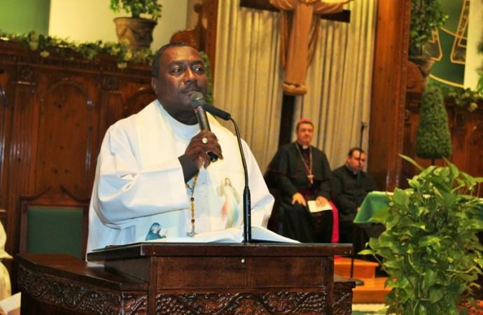 Les funérailles du révérend père Joseph Simoly ont été chantées à la Cathédrale transitoire de Port-au-Prince.