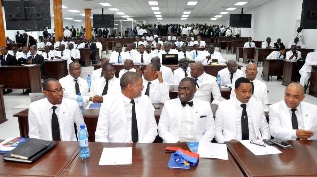 Remaniement ministériel : des députés exigent la soumission des pièces des cinq nouveaux ministres