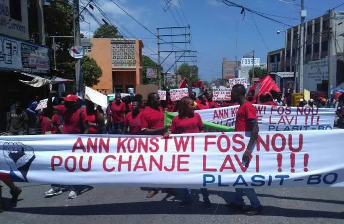 Fête de l'agriculture et du travail: des ouvriers de la SONAPI gagnent les rues