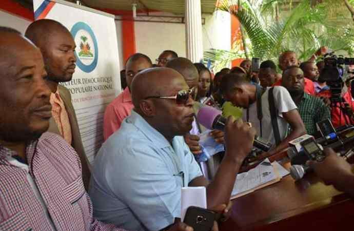 Assoiffés de pouvoir, les opposants signent un accord