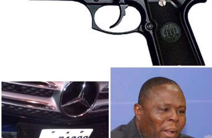 """Deux jeunes femmes accusent le titulaire du MENFP """"d'avoir pointé son arme sur elles"""""""