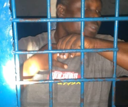 Assassinat d'un policier à l'intérieur du commissariat de Bassin Bleu, un suspect arrêté