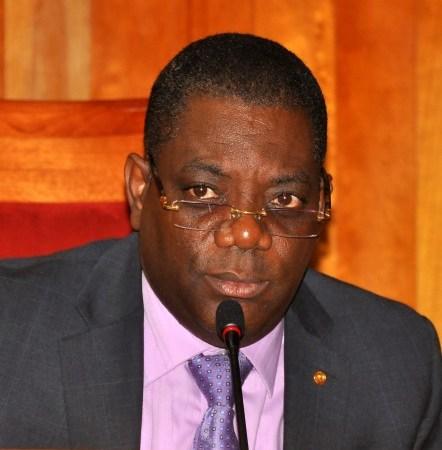 Tentative d'incendie  au Parlement, Ronald Larèche s'insurge