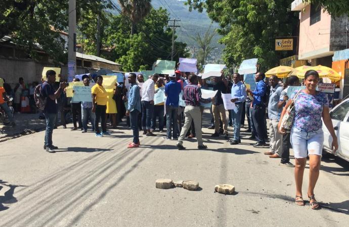 Des enseignants ont marché pour exiger de meilleures conditions de travail